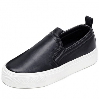 Women's synthetic leather round toe rubber sole slip-on sneakers black