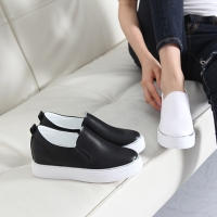 Women's synthetic leather round toe side insert gores slip-on hidden wedge sneakers black graywhite