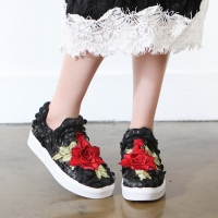 Women's round toe pop up stitch rose patched fashion sneakers slip on black white