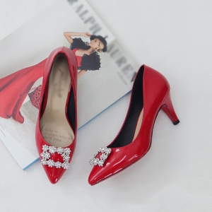 http://what-is-fashion.com/4815-38102-thickbox/women-s-synthetic-leather-square-glitter-pendant-classic-pumps-red.jpg
