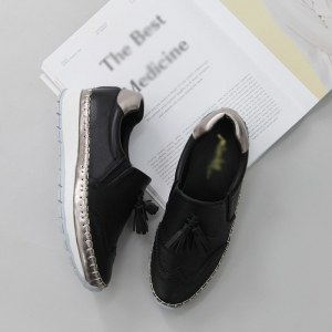 http://what-is-fashion.com/4862-38407-thickbox/women-s-wing-tips-thick-platform-sole-synthetic-leather-tassel-loafers-black.jpg