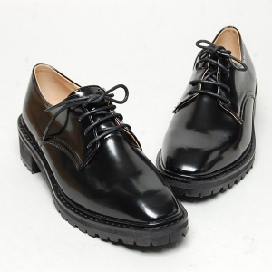 http://what-is-fashion.com/4906-38742-thickbox/women-s-square-toe-open-lacing-combat-sole-med-heels-oxfords.jpg