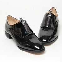 Women's round toe front zip closure glossy med heels loafers