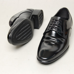 http://what-is-fashion.com/5180-40356-thickbox/men-s-flat-round-toe-leather-brogue-wrinkle-open-lacing-oxford-shoes.jpg