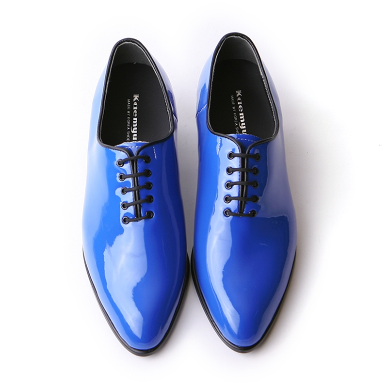 pointed toe glossy blue high heels