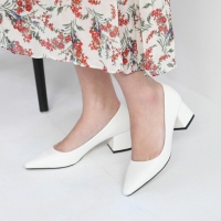 Women's White Pointed Toe Chunky Med Heel Pumps