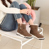Women's synthetic leather inner fur buckle air comfort sole snow boots brown