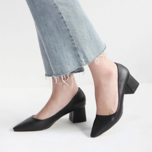 black pointed toe med heel pumps shoes