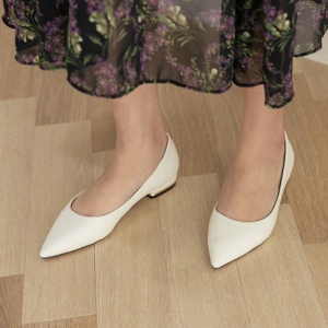 White Pointed Toe Gold Line Block Low Heel Pumps