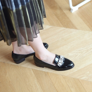 Women's Jewel Decoration Low Heel Loafer Shoes